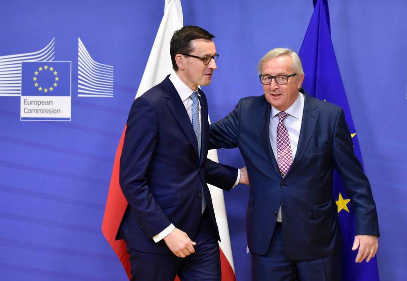 Mateusz Morawiecki i Jean Claude Juncker po spotkaniu w Brukseli /AFP