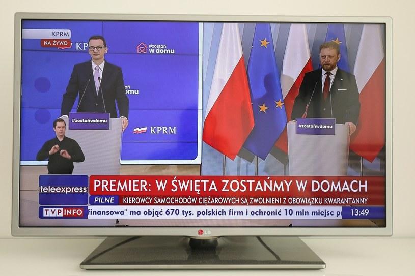 Mateusz Morawiecki i Łukasz Szumowski w czasie konferencji prasowej. /Paweł Supernak /PAP