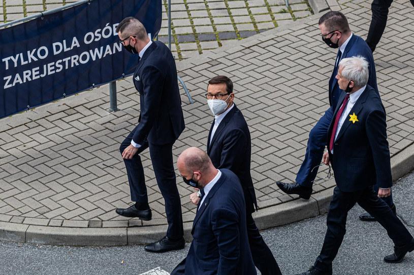 Mateusz Morawiecki otworzył punkt szczepień drive-thru na Stadionie Miejskim We Wrocławiu /Krzysztof Kaniewski /Reporter