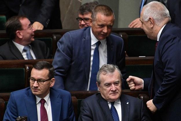 Mateusz Morawiecki, Piotr Gliński i Marian Banaś w Sejmie / Marcin Obara  /PAP