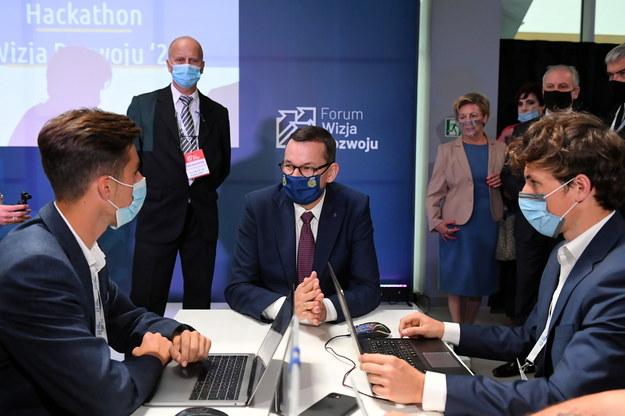 Mateusz Morawiecki podczas spotkania z uczestnikami III edycji Hackathonu Wizja Rozwoju '20 w ramach III edycji Forum Wizja Rozwoju / Adam Warżawa    /PAP