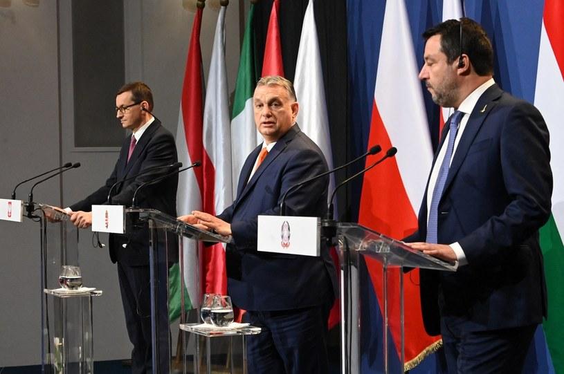 Mateusz Morawiecki, Viktor Orban i Matteo Salvini podczas wspólnej konferencji prasowej /ATTILA KISBENEDEK / AFP /AFP