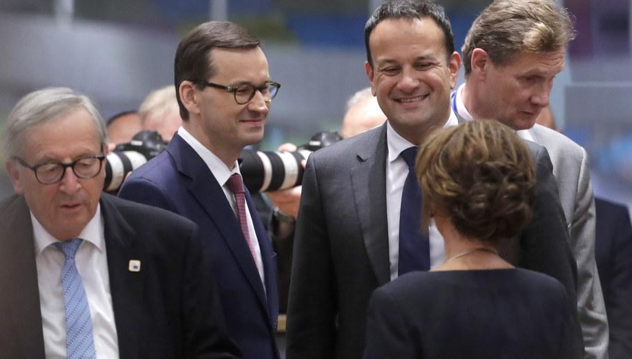 Mateusz Morawiecki w towarzystwie premiera Irlandii Leo Varadkara. /OLIVIER HOSLET /PAP/EPA