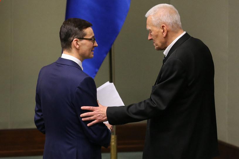 Mateusz Morawiecki z ojcem w Sejmie /Tomasz Jastrzębowski /Reporter