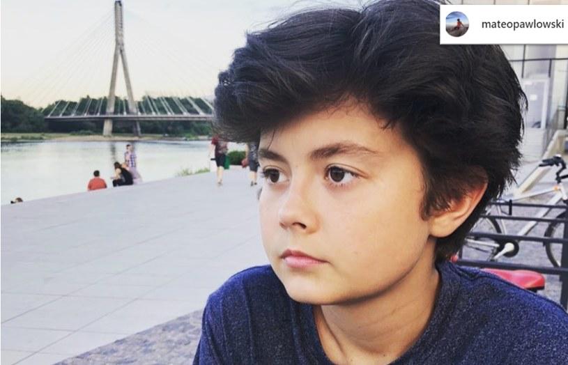 """Mateusz Pawłowski na planie serialu """"Rodzinka.pl"""" spędził niemal dekadę. Serialowy Kacper był najmłodszym synem Boskich /Instagram"""