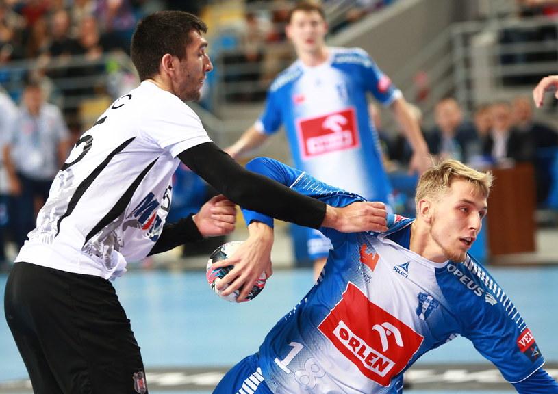Mateusz Piechowski (z prawej) rozegrał bardzo dobre spotkanie /Marcin Bednarski /PAP