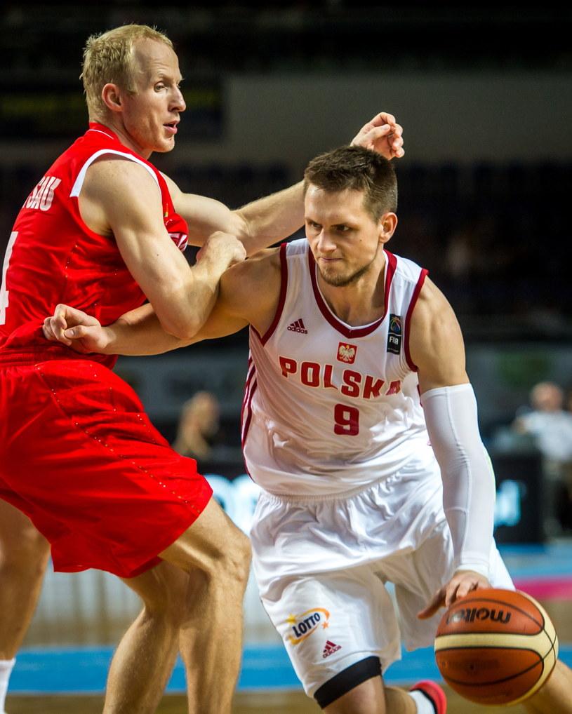 Mateusz Ponitka (z prawej) w meczu z Białorusią /Fot. Tytus Żmijewski /PAP