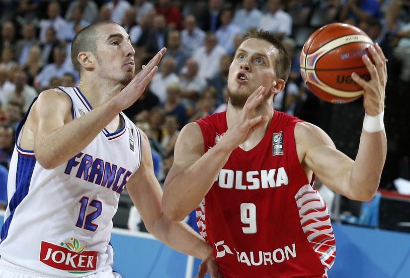 Mateusz Ponitka (z prawej) w meczu z Francją /PAP/EPA