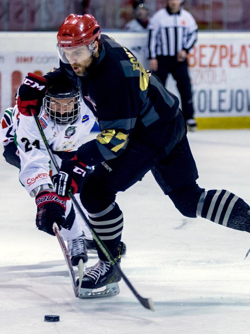 Mateusz Rompkowski (na pierwszym planie), obrońca Comarchu Cracovii /Andrzej Grygiel /PAP