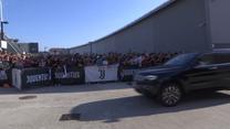 Mathijs de Ligt na testach medycznych w Juventusie. Przywitał go tłum kibiców. Wideo