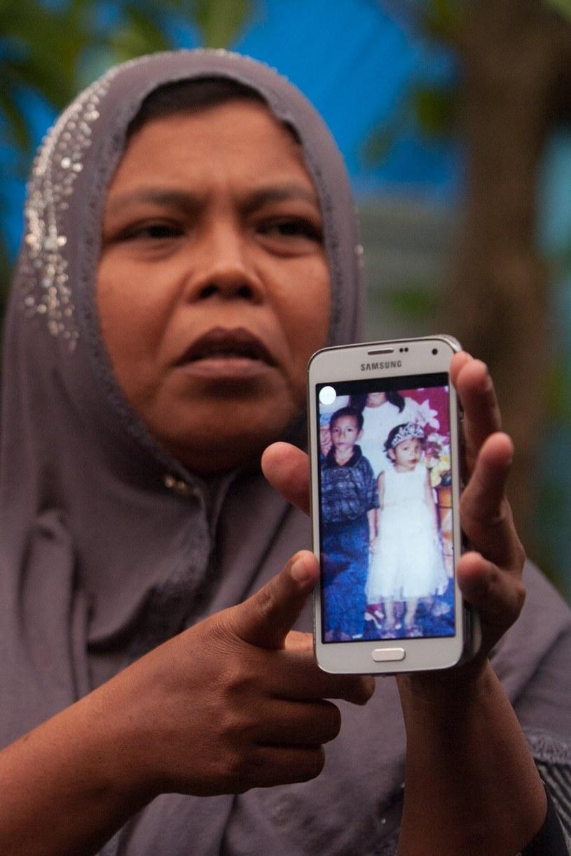 Matka dziewczynki cały czas miała ze sobą jej zdjęcie /AFP