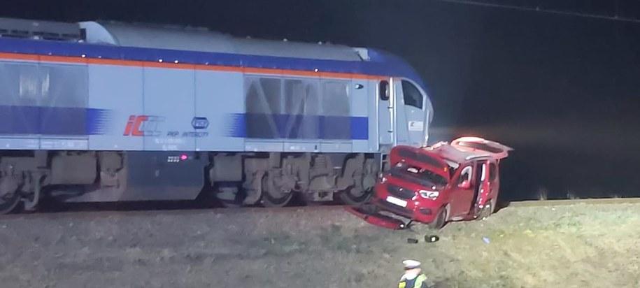 Matka z dwójką dzieci wjechała pod pociąg. To cud, że przeżyli /OSP KSRG Biecz /Facebook