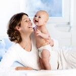 Matki niezadowolone ze swoich partnerów mówią więcej do nowo narodzonych synów