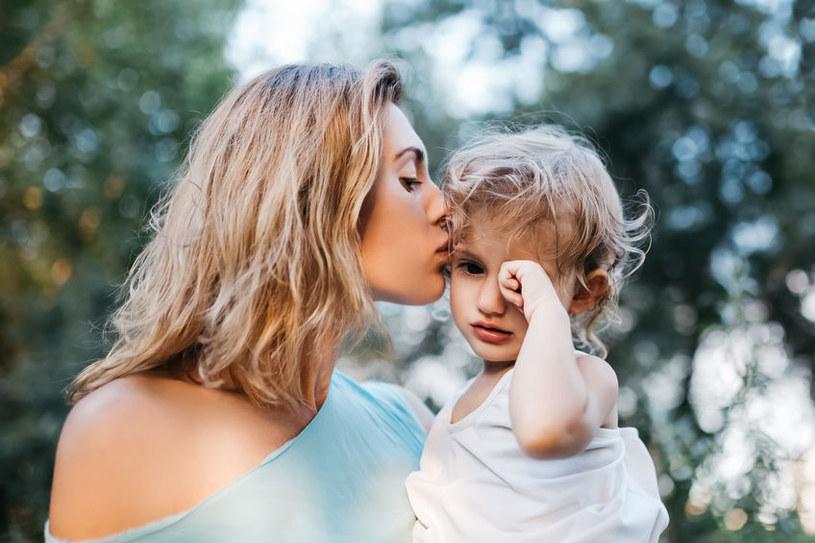 Matki są krytykowane za zachownie swoich dzieci, nawet, gdy nie mają na nie wpływu /123RF/PICSEL