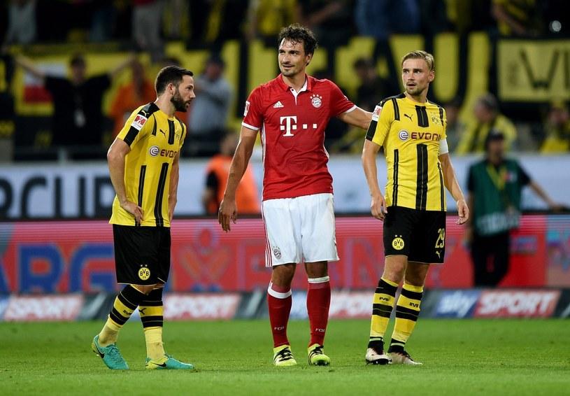 Mats Hummels (w środku) zagrał przeciwko byłym kolegom /PAP/EPA