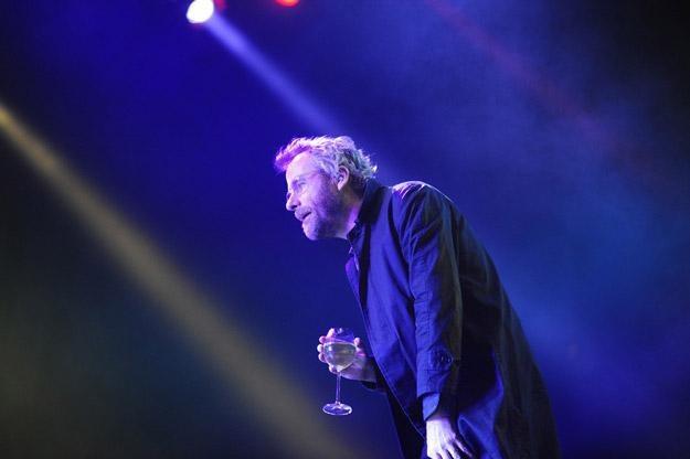Matt Berninger raczył się w Gdyni winkiem... - fot. Paweł Skraba /Reporter