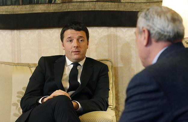 Matteo Renzi (L) z marszałkiem Senatu Pietro Grasso (P) /EPA