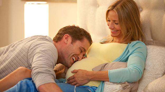 """Matthew Morrison i Cameron Diaz w scenie z filmu """"Jak urodzić i nie zwariować"""" /materiały dystrybutora"""