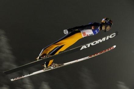 Matti Hautamaeki oddał najdłuższy skok w konkursie drużynowym /AFP