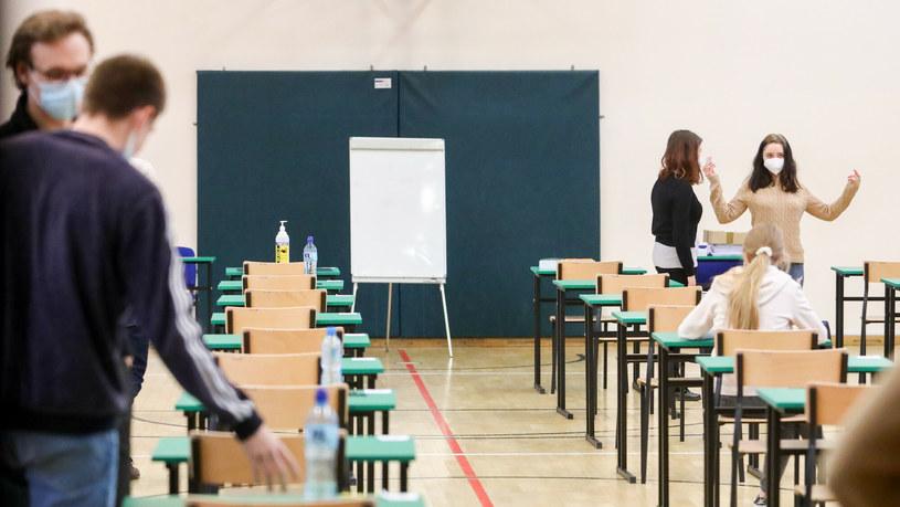 Matura 2021; rozpoczyna się dodatkowa sesja egzaminów maturalnych /Tomasz Jastrzebowski/ /Reporter