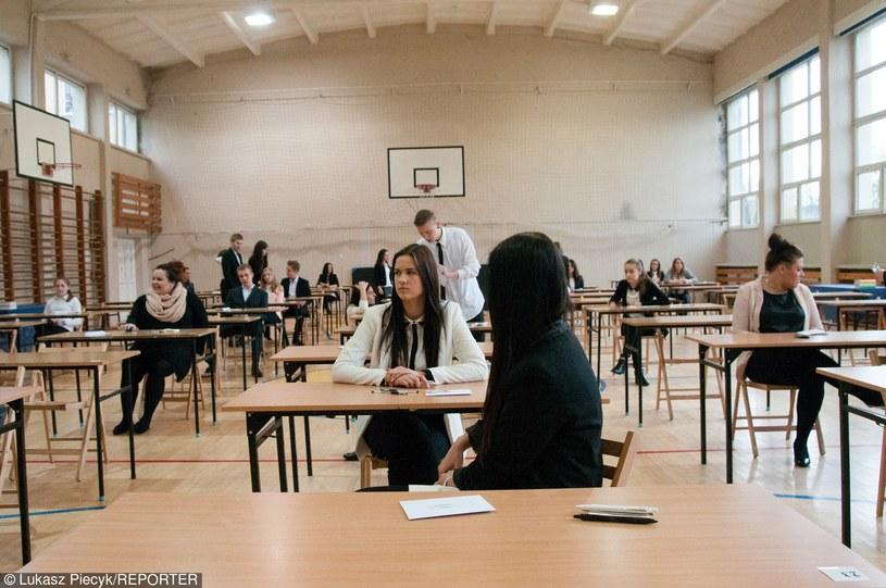 Maturzyści tuż przed egzaminem / zdj. ilustracyjne /Łukasz Piecyk /Reporter