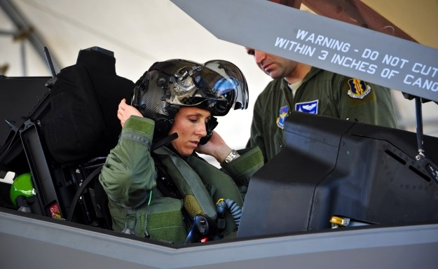 Mau w kokpicie F-35.  Fot. USAF/Staff Sgt. Marleah Robertson /materiały prasowe