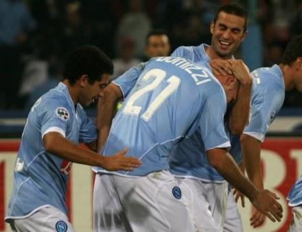 Maurizio Domizzi w objęciach kolegów. Napoli-Juve 3:1 /AFP