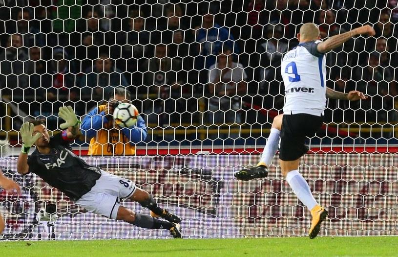 Mauro Icardi strzela gola dla Interu /PAP/EPA