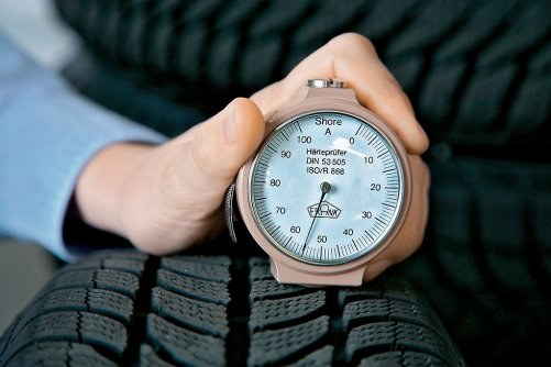 Max. 65 Sh to graniczna twardość gumy zimówki. Letnie mają powyżej 70 Sh. /Motor