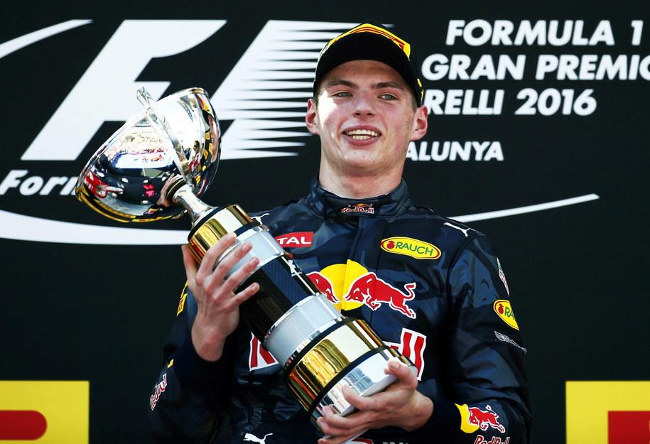 Max Verstappen odniósł w Barcelonie pierwsze zwycięstwo w karierze i stał się najmłodszym triumfatorem wyścigu Formuły 1 w historii /ANDREU DALMAU /PAP/EPA