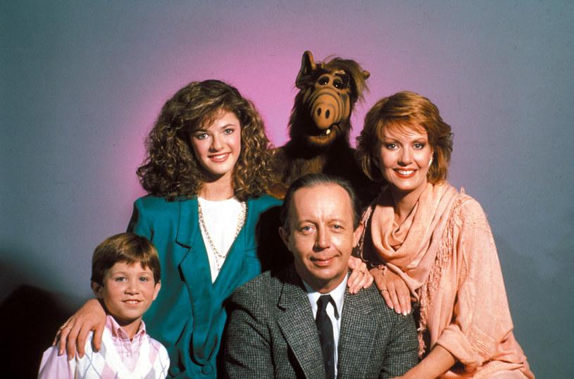 "Max Wright, Anne Schedeen, Benji Gregory, Andrea Elson i Alf w serialu ""Alf"" (1986–1990) /Bauer /AKPA"