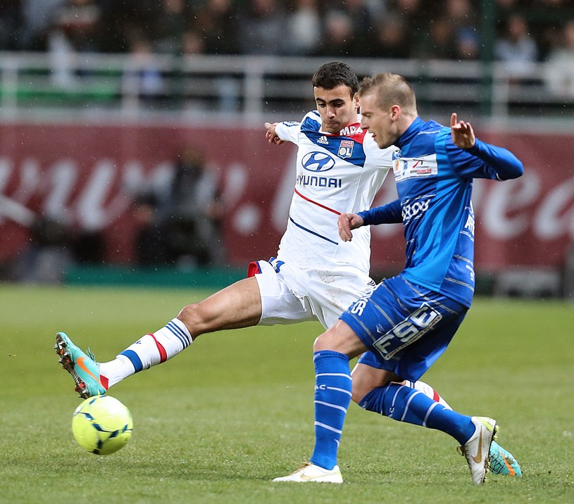 Maxime Gonalons (z lewej) zdobył gola dla Lyonu. /AFP