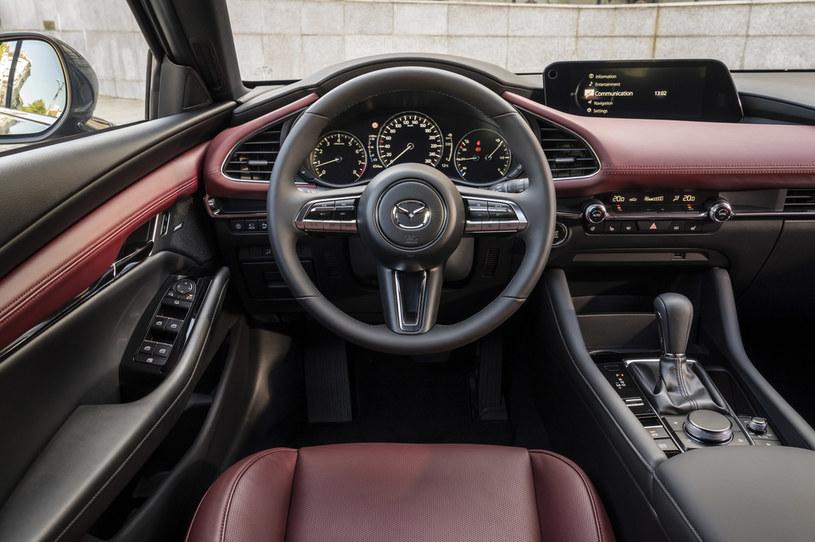 Mazda 3 /