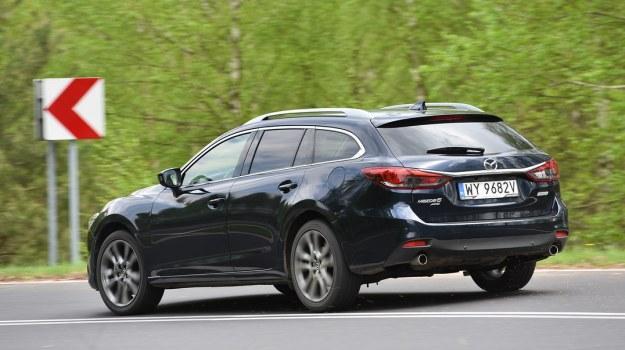 Mazda 6 Sport Kombi z napędem 4x4 przekonuje doskonałą przyczepnością i dobrymi właściwościami jezdnymi. /Motor