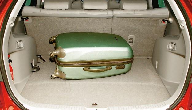 MAZDA Bagażnik nie imponuje pojemnością (455 l), ale ładowność CX-7 jest naprawdę duża – 597 kg. /Motor