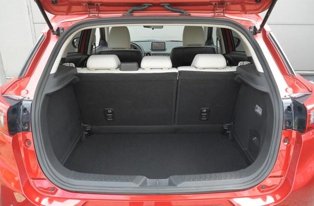 mazda cx-3 bagażnik /Motor