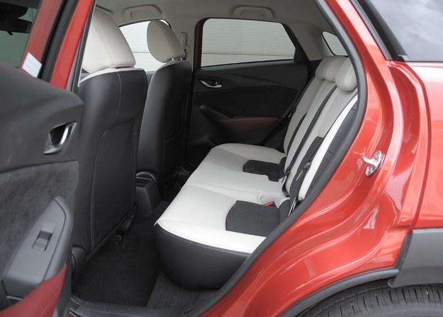 mazda cx-3 fotele tył /Motor