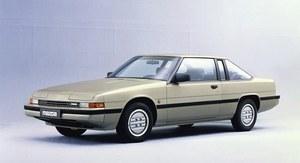 Mazda ma ciekawą historię modeli z wyższych klas. Poza serią Luce/929/Sentia/Serenia, praktycznie nieobecną w Europie, w Japonii krótko oferowano limuzynę Roadpacer spokrewnioną z australijskim Holdenem i zaopatrzoną w silnik Wankla (1975-1977), oraz luksusowe coupe Eunos Cosmo, również zasilane jednostką z wirującym tłokiem (1990-1996). Mazda 929 występowała nie tylko jako limuzyna, ale okresowo również jako kombi i coupe. Na zdjęciu: 929 Coupe z lat 1981-1986... /Mazda