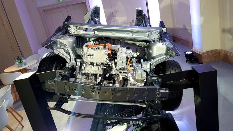 Mazda MX-30 - po lewej motor elektryczny, po prawej silnik Wankla /INTERIA.PL