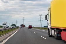 Mazowieckie: Ładunek spadł z ciężarówki. Zablokowana trasa S7