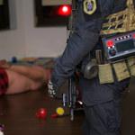 Mazowieckie: Policja zatrzymała 26 osób. Mogli wprowadzić do obrotu ponad 700 kg narkotyków