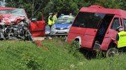 Mazowieckie: Zderzenie busa i osobówki, 11 osób rannych