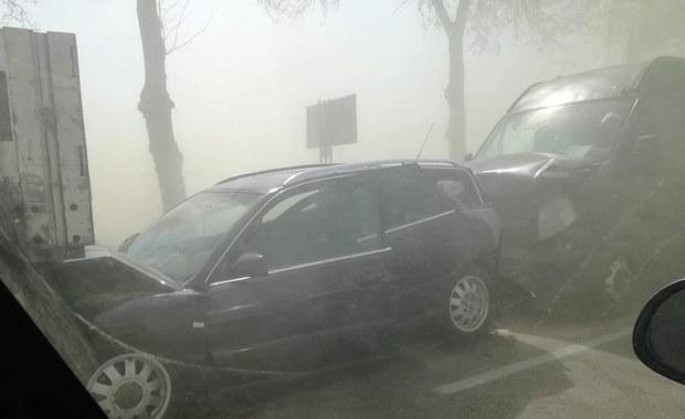Mazowsze: Burza piaskowa zaskoczyła kierowców. Doszło do wypadku