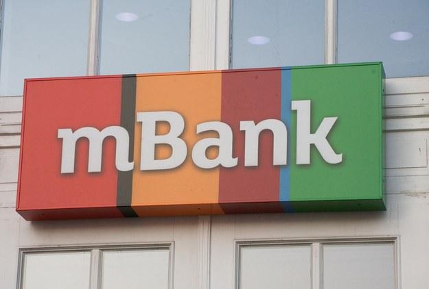 mBank posiada 2,2 mln aktywnych użytkowników bankowości mobilnej; 5,6 mln klientów bankowości detalicznej oraz 26 tys. klientów bankowości korporacyjnej /Marcin Kaliński /PAP