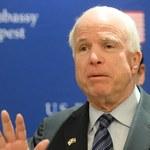 McCain: Musimy być po stronie protestujących i uważać na Putina