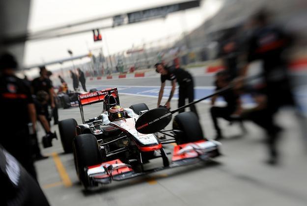 McLaren z powodu zatrucia części załogi musiał ściągać posiłki z Londynu /AFP
