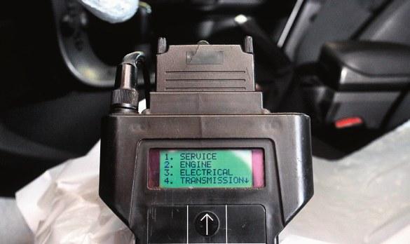 Mechanicy mają uniwersalne testery, które pozwalają na odczyt błędów. /Motor