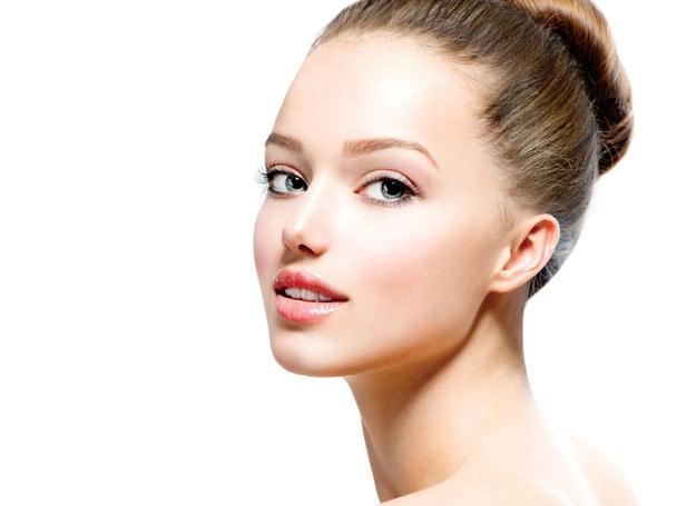 Mechanizm nakłuwania skóry powoduje mikrouraz który stymuluje skórę do samoleczenia i regeneruje /materiały prasowe