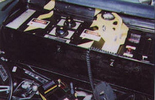 Mechanizm pozwalający na podróże w czasie zamontowany w samochodzie /INTERIA.PL/materiały prasowe