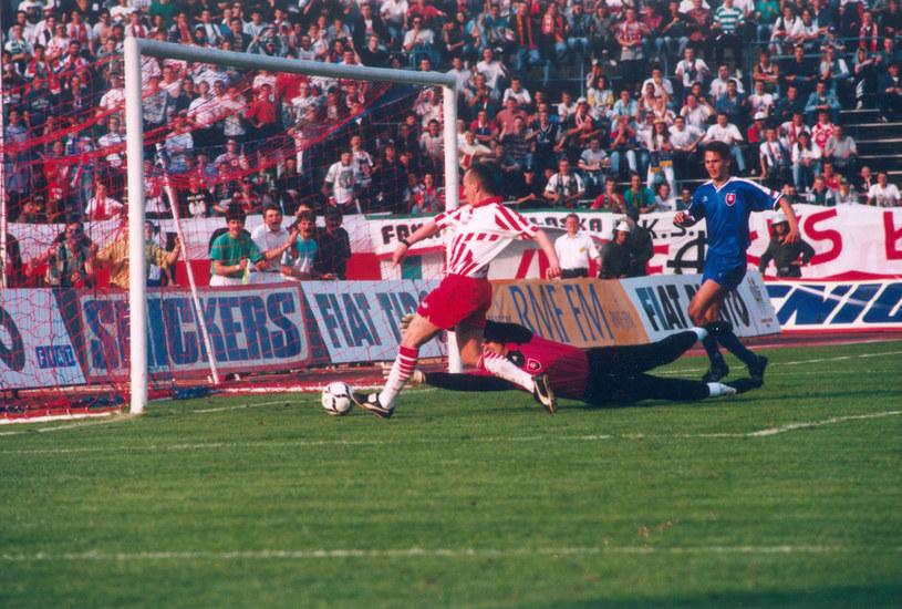 Mecz Polska - Słowacja 5-0 w 1995: gol Tomasza Wieszczyckiego /Fot. Jacek Kozioł /Newspix